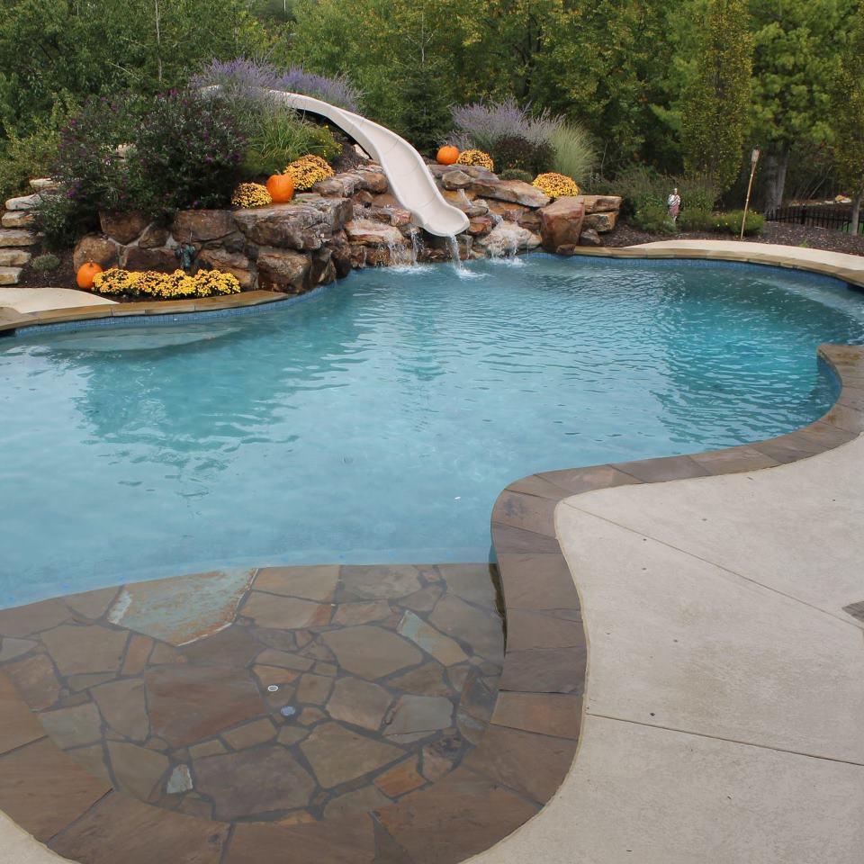 Открытый бассейн на участке