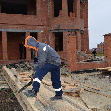 Строительство дома продолжается