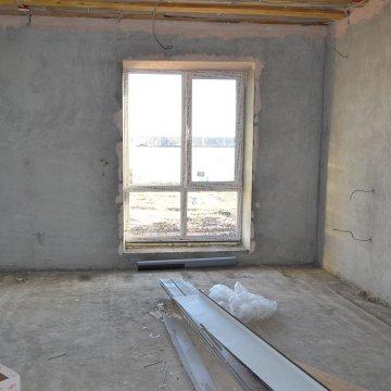 В доме большие панораманые окна