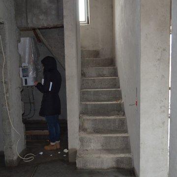 Лестница наверх, внизу -котельная