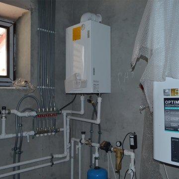 В доме подключено теплоснабжение, водоснабжения, электричество