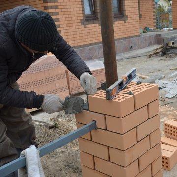 В доме по проекту Сирень достраивается забор