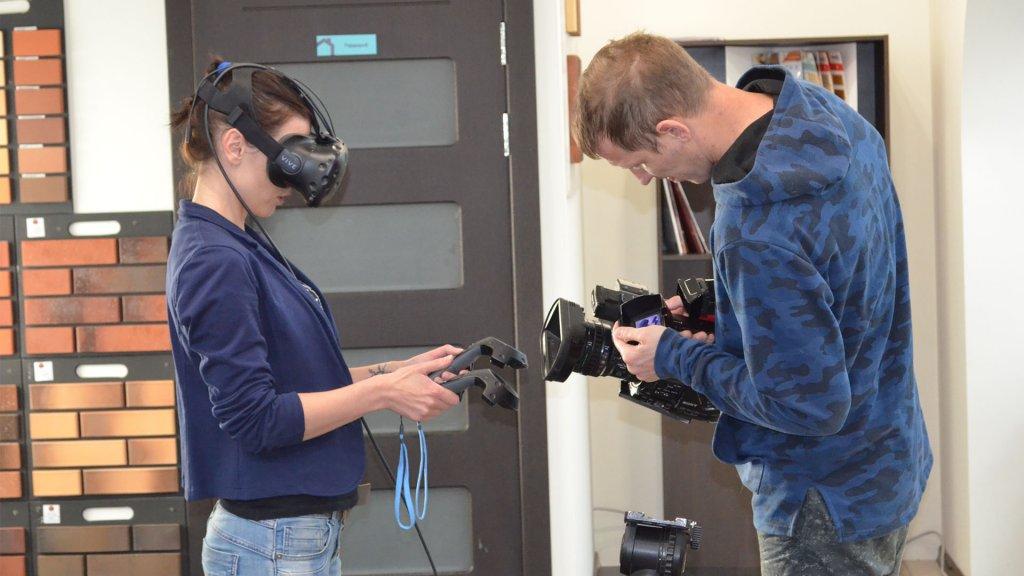 """Журналисты """"Тюменское время"""" снимают сюжет о проектировании домов в виртуальной реальности"""