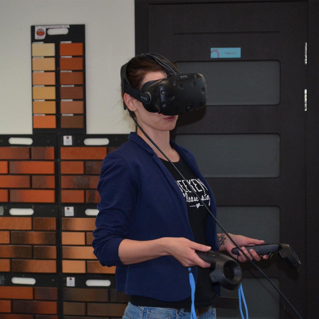 Клиент в очках виртуальной реальности