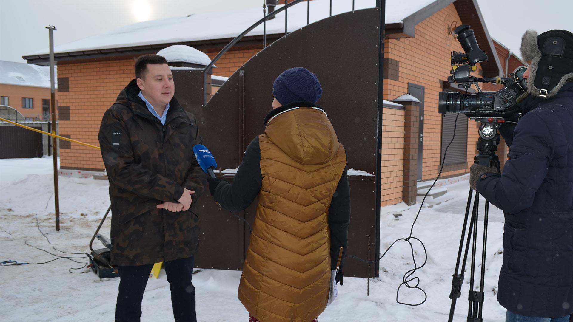 Дмитрий Антонов Веванта дает интервью телеканалу Тюменское время