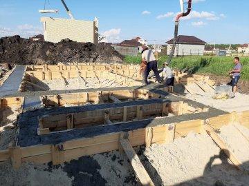 Начало работы строительство ленточного фундамента